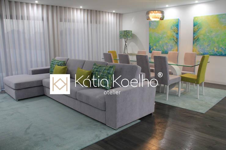 Projeto de Moradia em Esposende: Salas de estar  por Atelier Kátia Koelho,