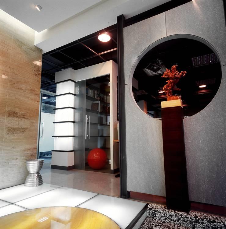 Kantoor- & winkelruimten door 京采空間設計, Industrieel