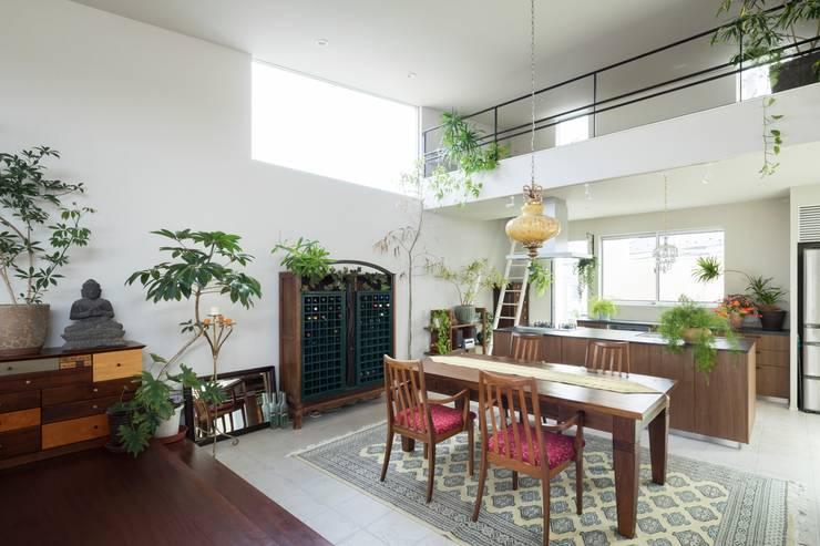 ORIENTAL SKY HOUSE: 株式会社横山浩介建築設計事務所が手掛けたダイニングです。