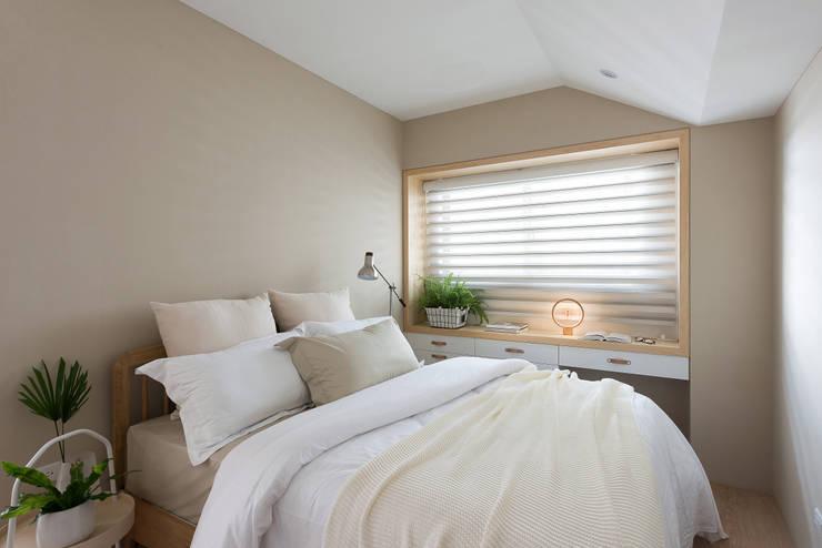 Phòng ngủ by 寓子設計