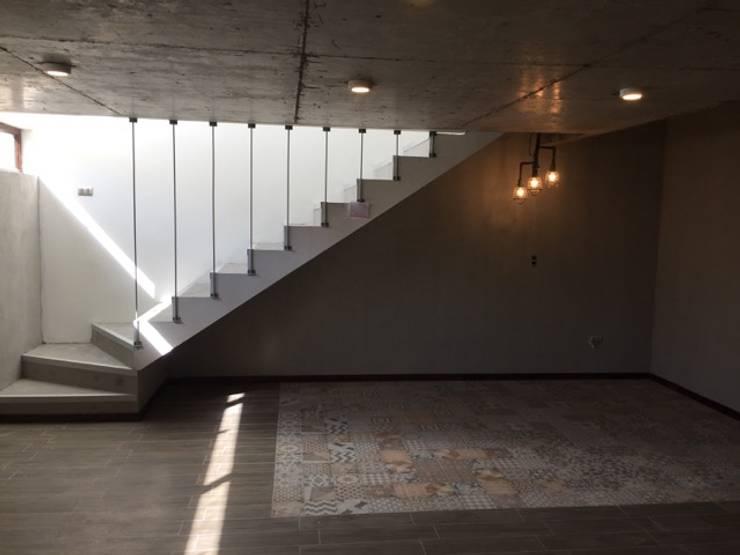 Construcción de Casa en Santiago por ARQSOL: Salas multimedias de estilo  por Arqsol