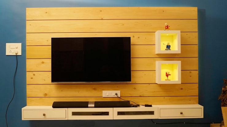 pine wood tv unit :  Living room by decormyplace