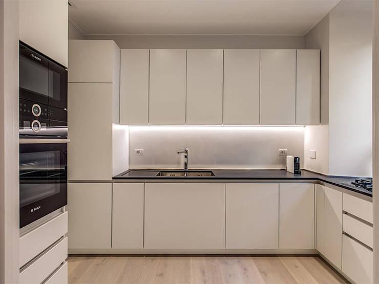 DONIZETTI: Cucina in stile  di MOB ARCHITECTS
