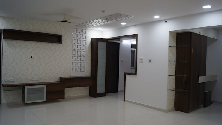 entrance to kitchen :  Living room by decormyplace