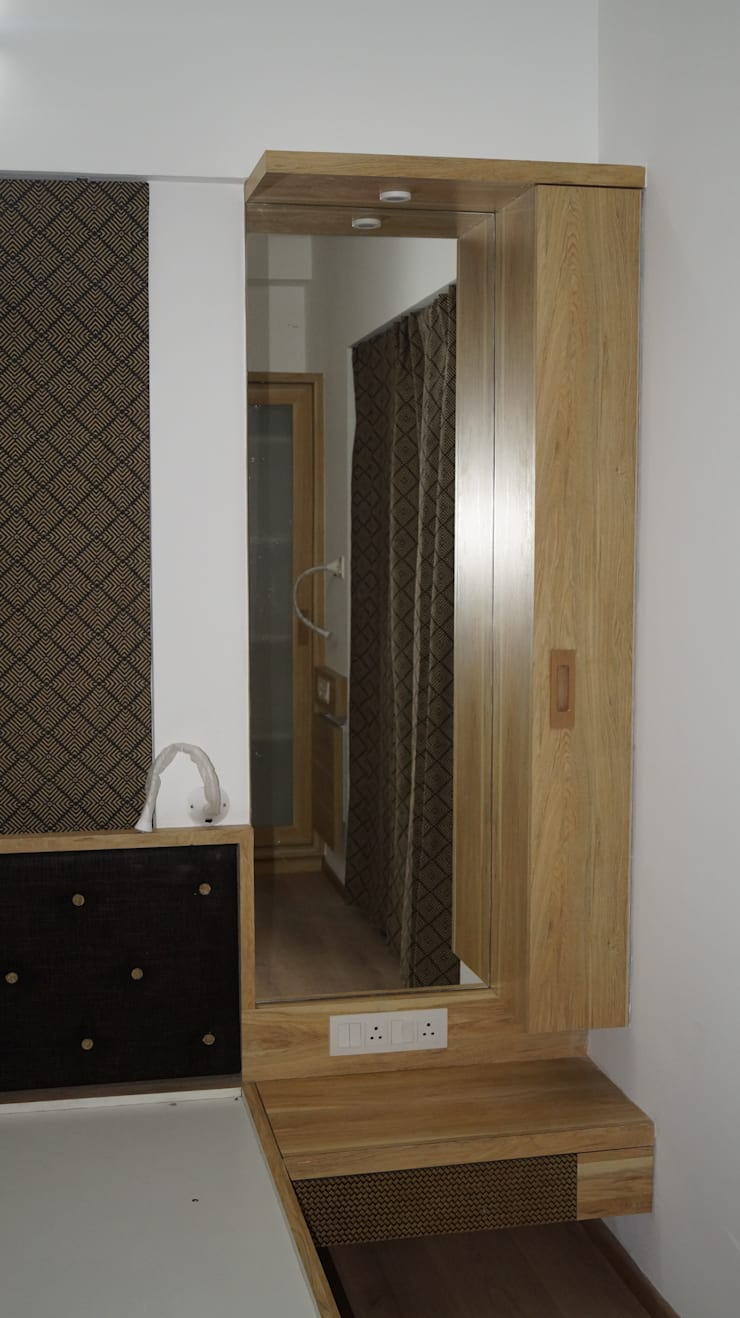 24 K SERENO PUNE:  Bedroom by decormyplace