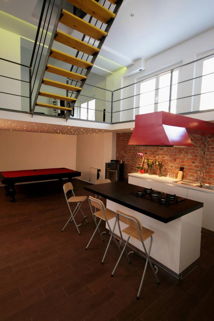 LOFT ABITAZIONE: Cucina in stile  di CDA studio di architettura
