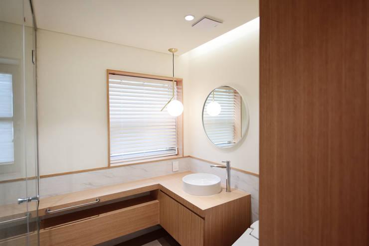신봉동주택 : ZEROSQUARE의  욕실