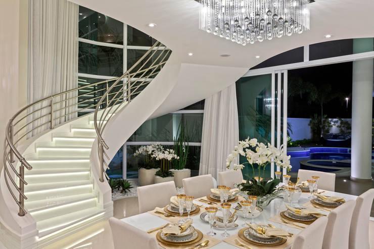 Casa Mont Blanc: Escadas  por Arquiteto Aquiles Nícolas Kílaris