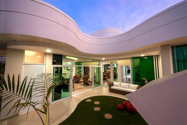 Rumah oleh Arquiteto Aquiles Nícolas Kílaris, Modern