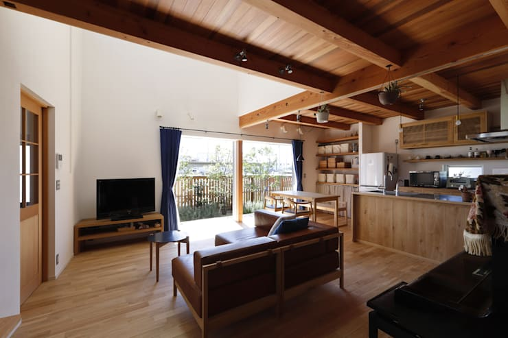 Rustic style living room by 悠らり建築事務所 Rustic Wood Wood effect