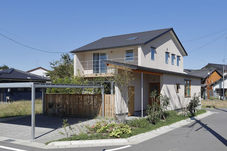 Rustic style houses by 悠らり建築事務所 Rustic