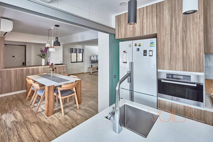 255 Bishan:  Kitchen by VOILÀ Pte Ltd