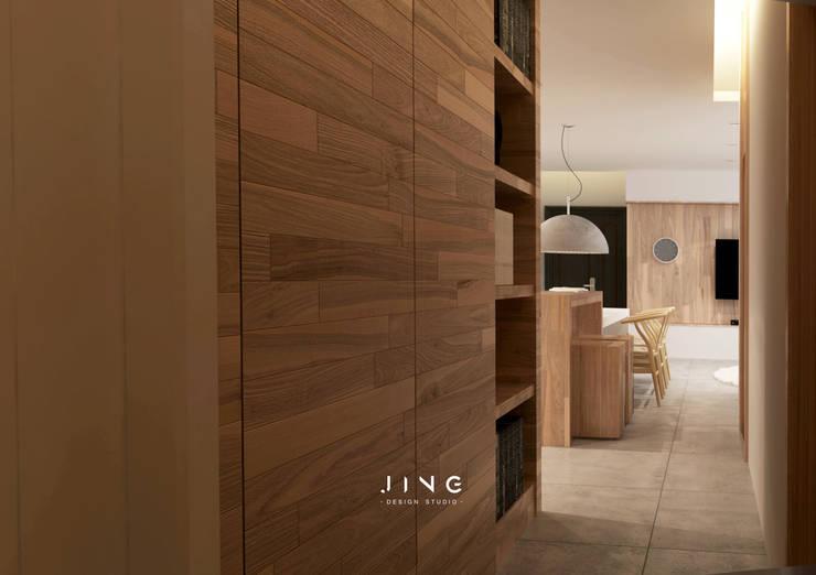 Kaohsiung 施宅:  走廊 & 玄關 by 景寓空間設計