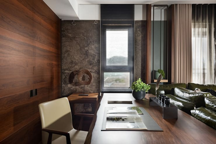 搭配窗外的自然採光,客廳一隅當作辦公空間 Asian style study/office by 宸域空間設計有限公司 Asian