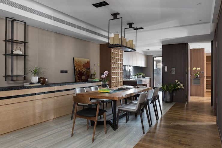 開放式廚房與餐廳無阻礙:  小廚房 by 宸域空間設計有限公司