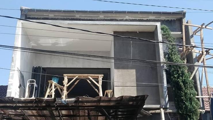 Fasad depan:   by Koloni Tri Arsitama