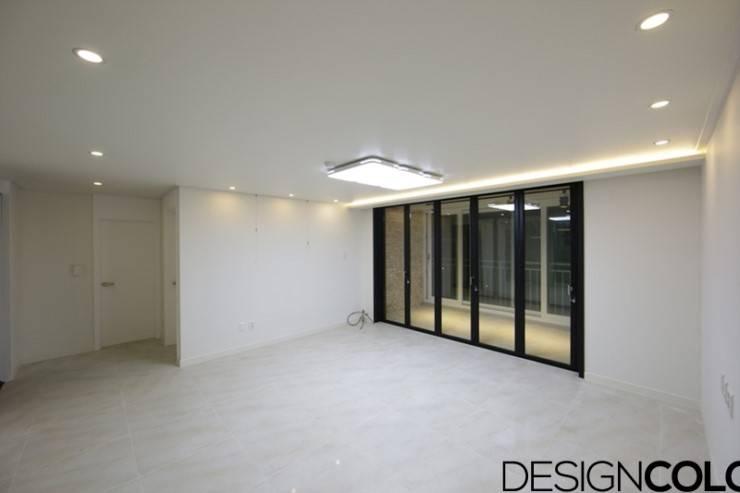 마포구 신수동 마포경남아너스빌 아파트 인테리어 32평: DESIGNCOLORS의  거실,