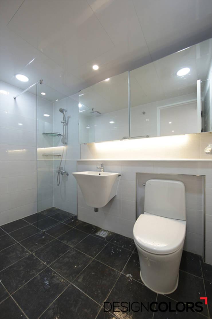 마포구 신수동 마포경남아너스빌 아파트 인테리어 32평: DESIGNCOLORS의  욕실,