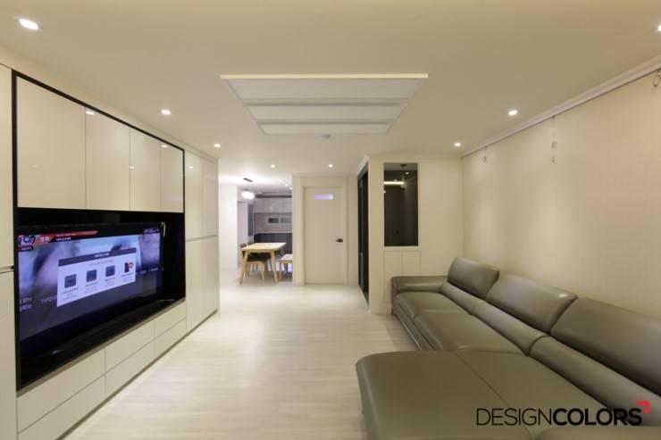 노원구 하계동 청구 아파트 인테리어 31평: DESIGNCOLORS의  거실,