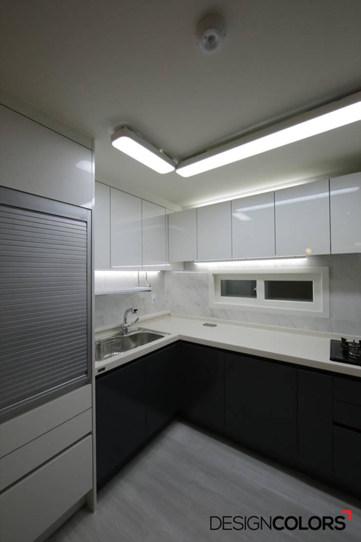 노원구 하계동 청구 아파트 인테리어 31평: DESIGNCOLORS의  주방,