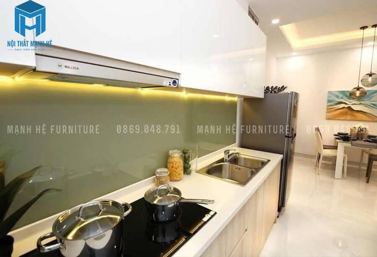 Không gian bếp nhỏ gọn nhưng đầy đủ tiện nghi:  Phòng ăn by Công ty TNHH Nội Thất Mạnh Hệ
