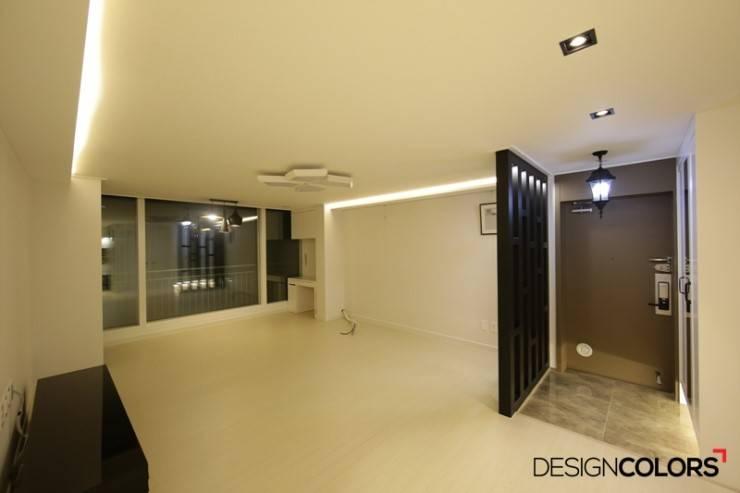 강남구 도곡동 경남 아파트인테리어 32평 : DESIGNCOLORS의  거실