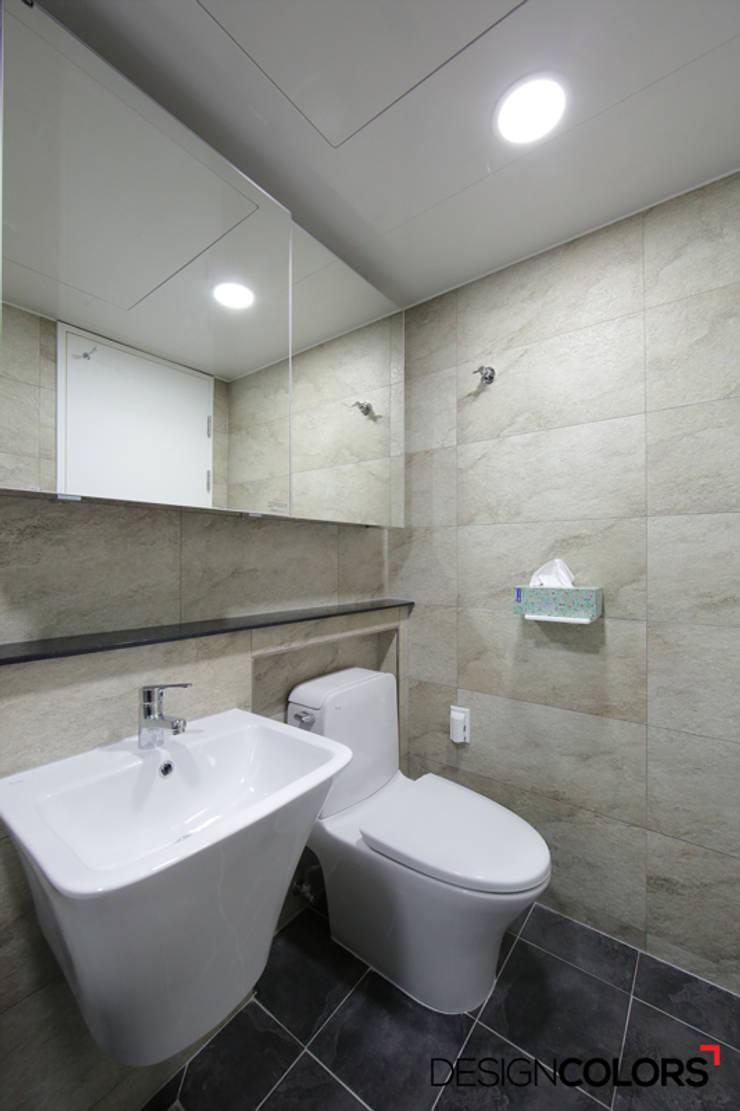강남구 도곡동 경남 아파트인테리어 32평 : DESIGNCOLORS의  욕실