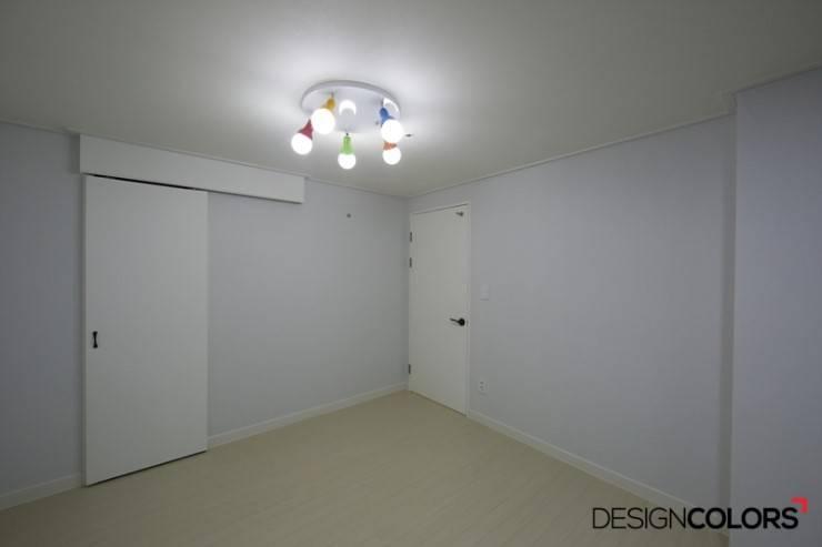 강남구 도곡동 경남 아파트인테리어 32평 : DESIGNCOLORS의  방