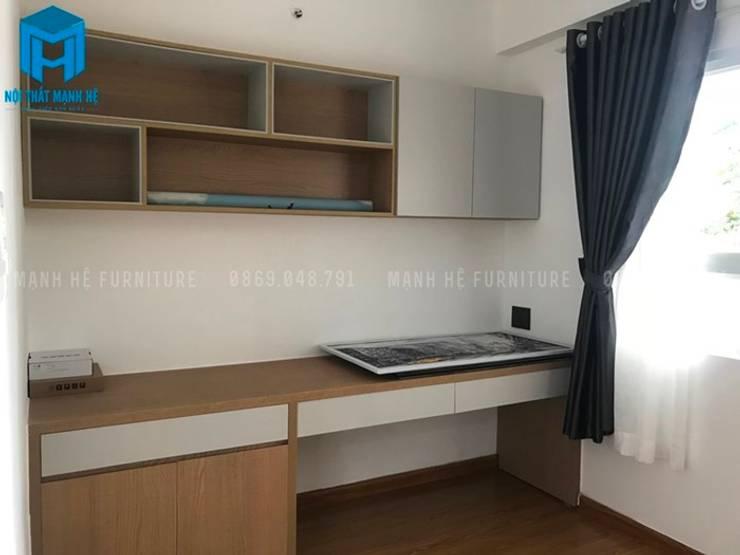 Phòng ngủ thứ 3 được chị Quỳnh An lấy làm không gian làm việc nên chỉ được đặt một bàn gỗ và 1 chiếc kệ sách treo tường (hình ảnh thực tế):  Phòng ngủ by Công ty TNHH Nội Thất Mạnh Hệ
