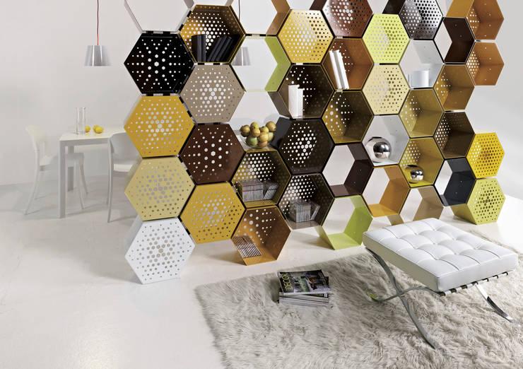 Honey Way e Honey Way back: Casa in stile  di Officinanove