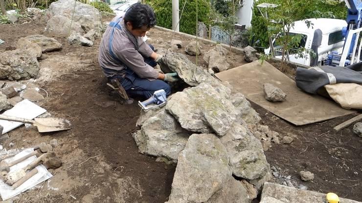 小さな洞窟を施工中: 庭や煌久が手掛けたです。