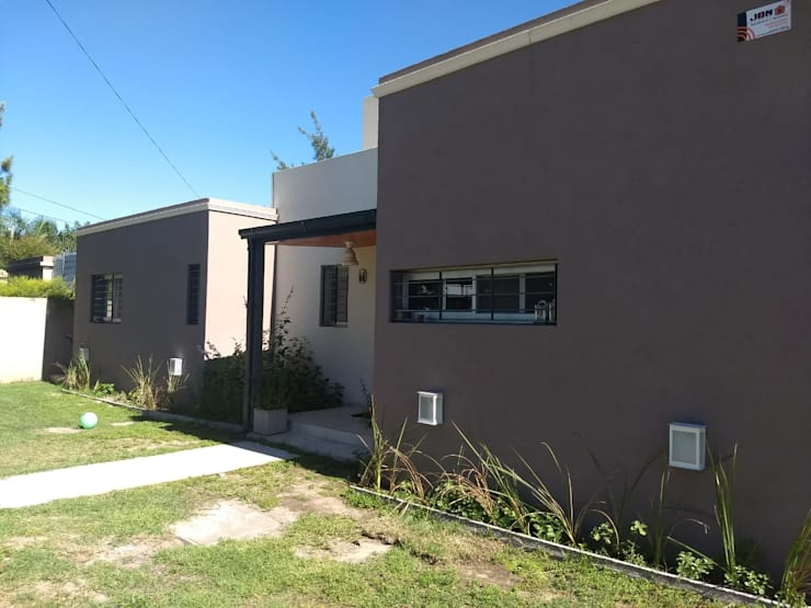 fachada: Casas de estilo  por ECOS DE SOL (Ingeniería y Construcción),