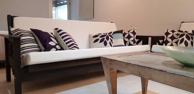 nuevos futones: Livings de estilo  por MSBergna.com,