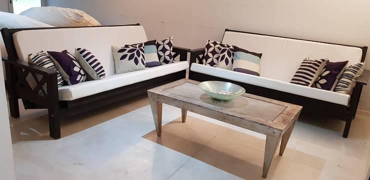 nuevos futones en el living: Livings de estilo  por MSBergna.com,