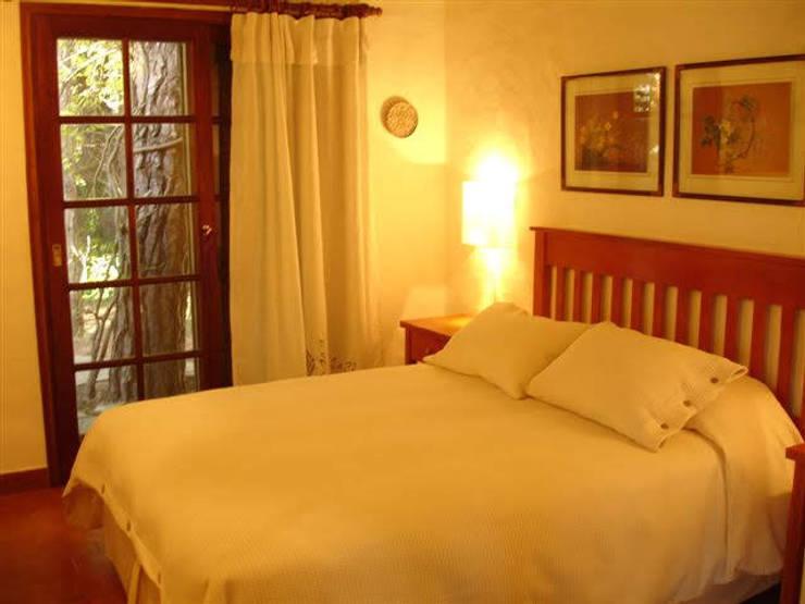Suite original: Dormitorios de estilo  por MSBergna.com,