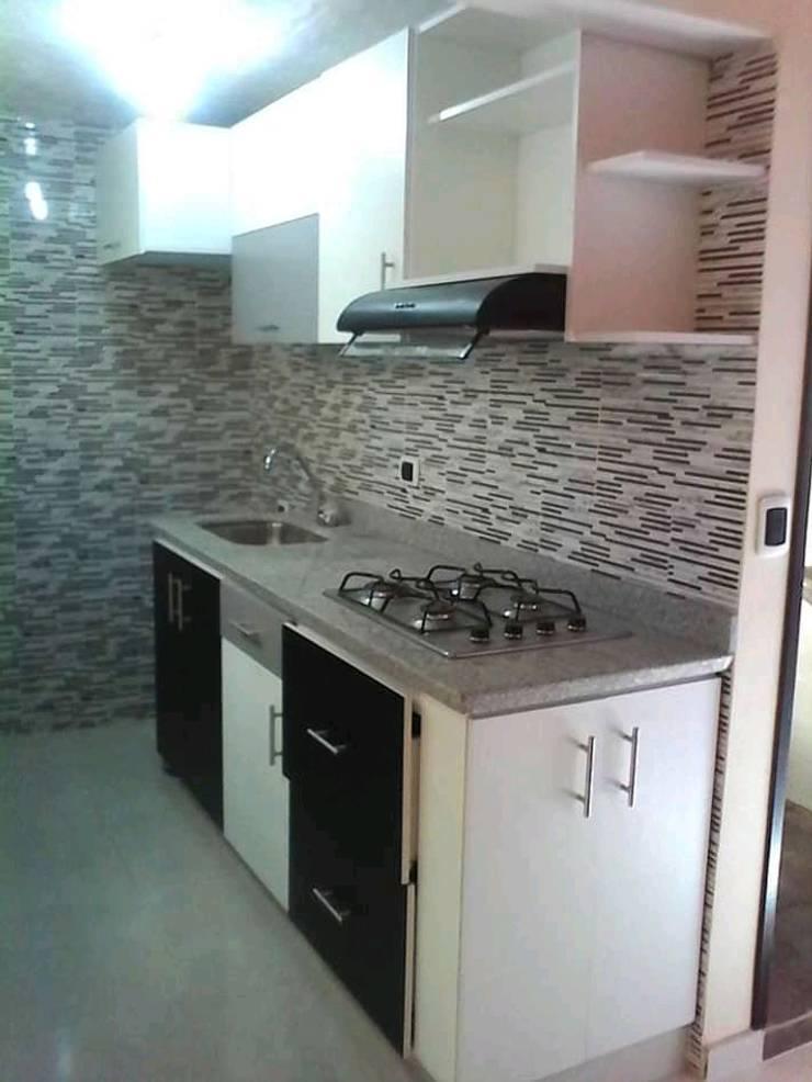 Cocinas integrales: Cocina de estilo  por carloscobar38