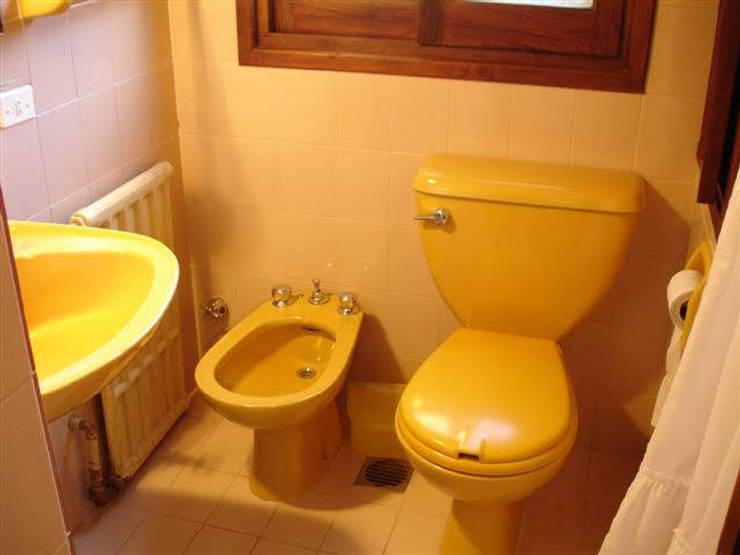 BAño amarillo - antes:  de estilo  por MSBergna.com,
