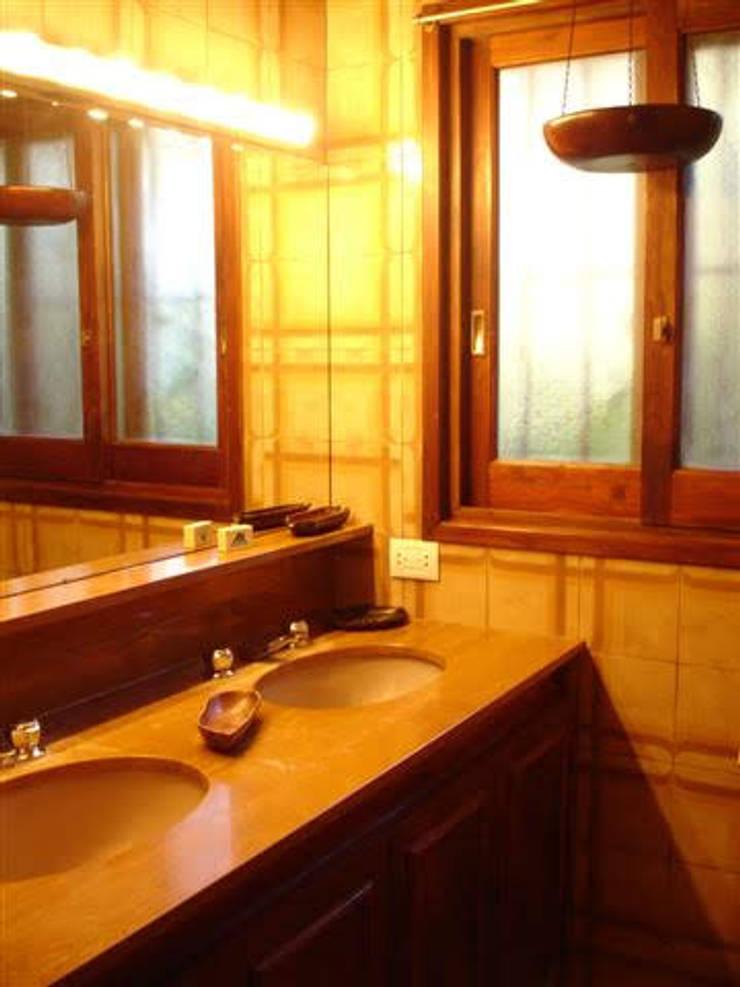 antebaño suite ppal:  de estilo  por MSBergna.com,