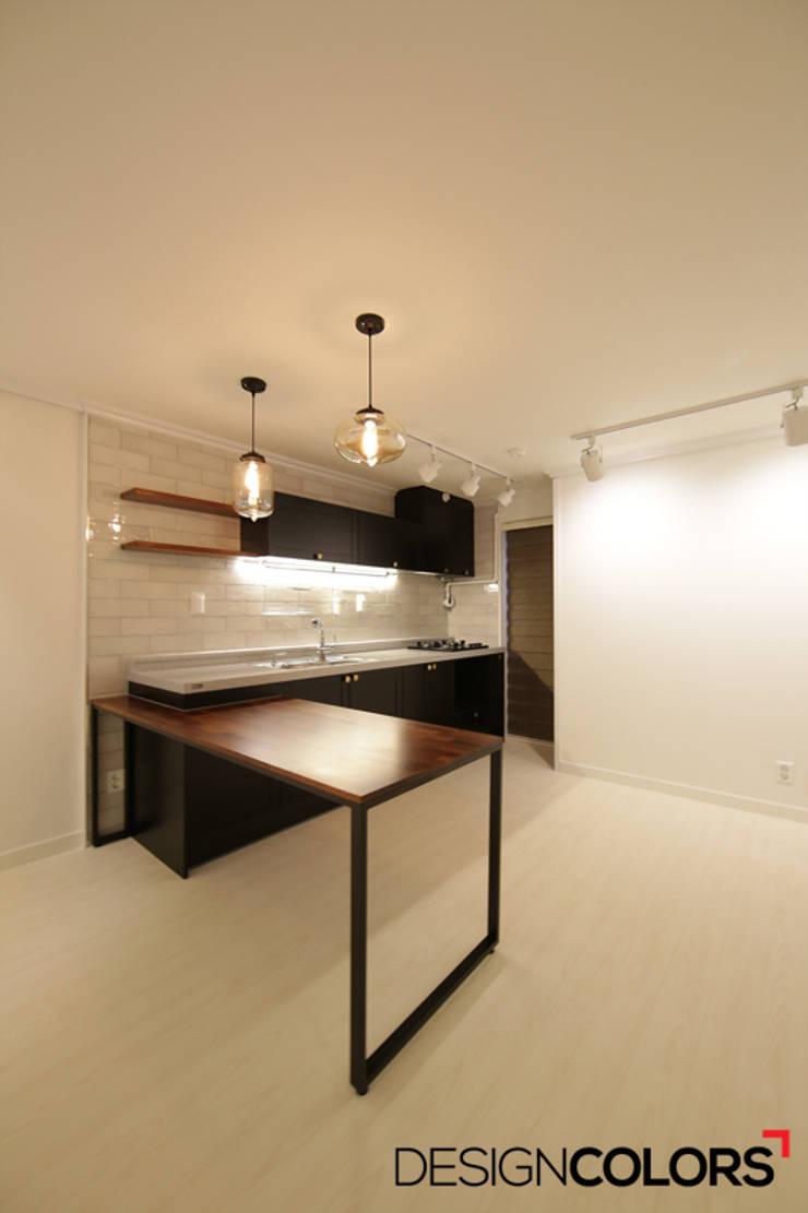 서초구 서초동 삼풍아파트 아파트인테리어 32평: DESIGNCOLORS의  주방