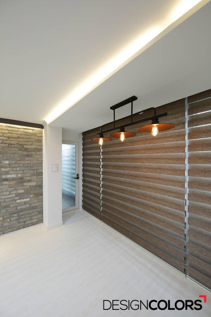 서초구 서초동 삼풍아파트 아파트인테리어 32평: DESIGNCOLORS의  거실
