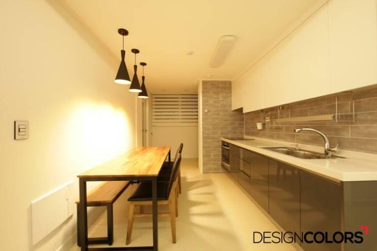 강서구 내발산동 수명산파크 아파트인테리어 24평: DESIGNCOLORS의  주방