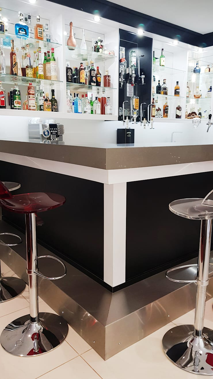 Modern trim of the ilsand of the bar:  Wine cellar by ilisi   Interior Architectural Design,