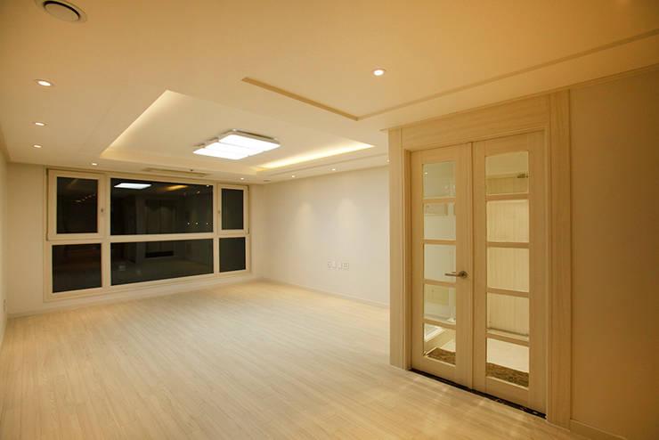 광장동 워커힐팰리스 40py 거실: Design Daroom 디자인다룸의  거실,모던