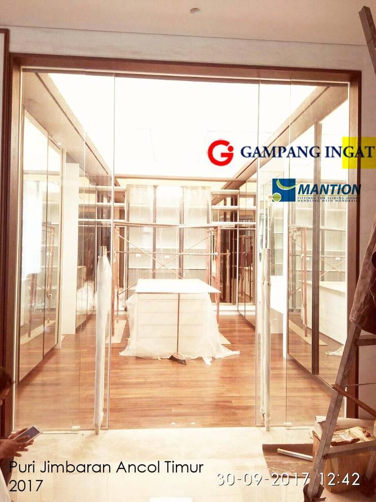 Finestre & Porte in stile  di Gampang Ingat