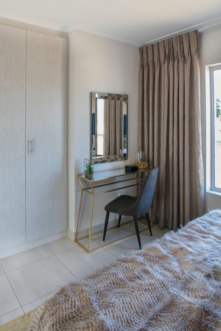 Main Bedroom Dresser :  Bedroom by Spegash Interiors