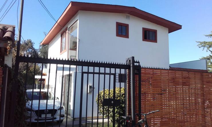 Nueva Fachada Principal: Casas unifamiliares de estilo  por DIEGO ALARCÓN & MANUEL RUBIO ARQUITECTOS LIMITADA