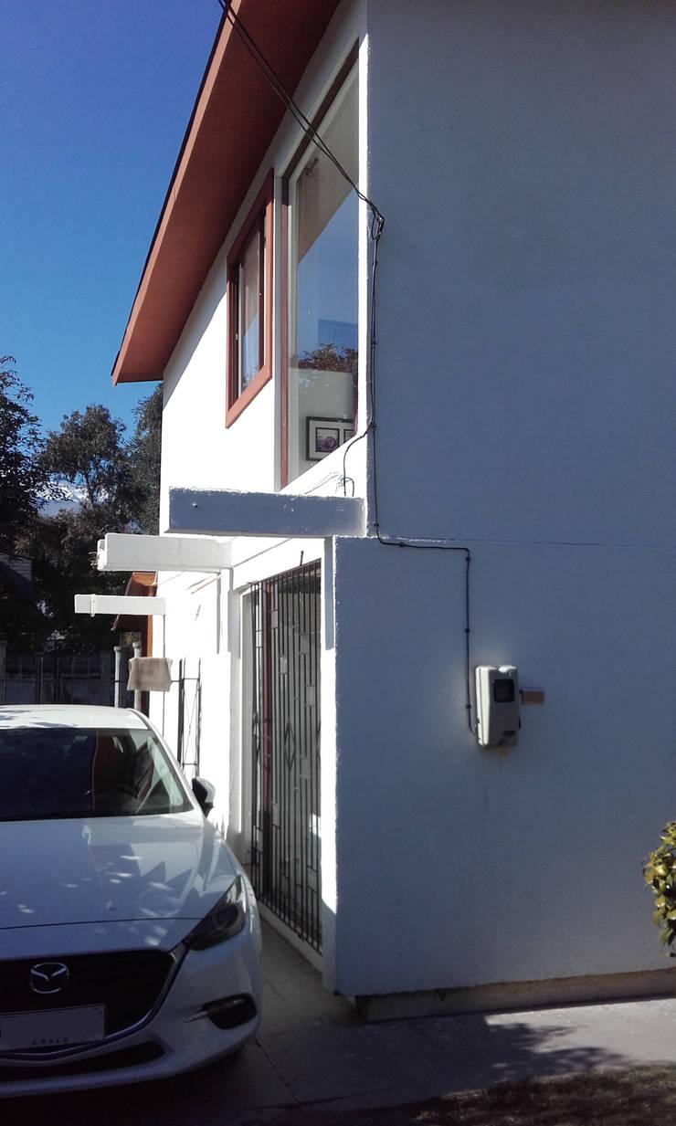Entrada Nueva: Casas unifamiliares de estilo  por DIEGO ALARCÓN & MANUEL RUBIO ARQUITECTOS LIMITADA