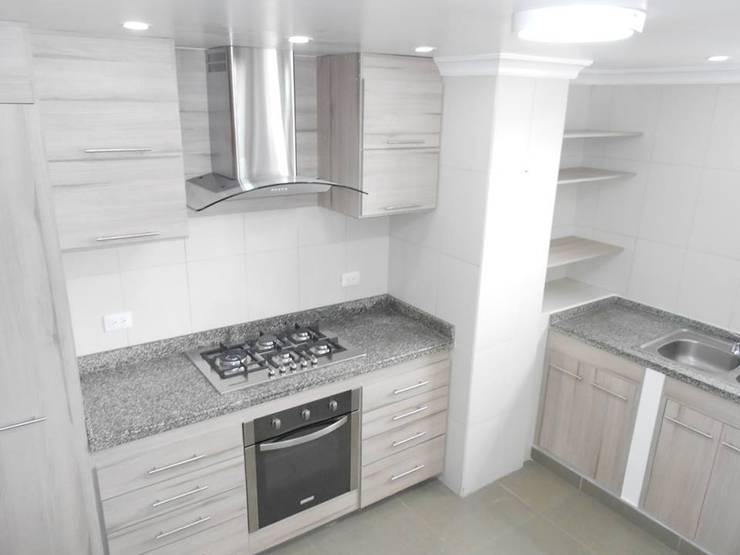 Remodelacion cocina: Cocinas integrales de estilo  por Maestro Arte & Construcción