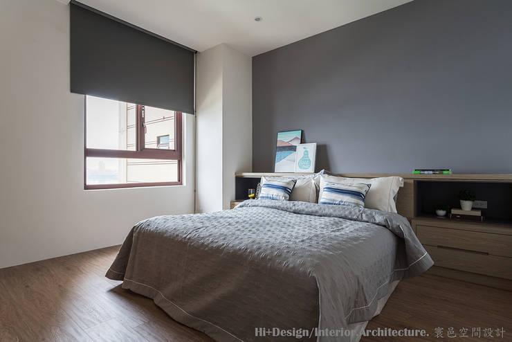 主臥室床頭:  臥室 by Hi+Design/Interior.Architecture. 寰邑空間設計