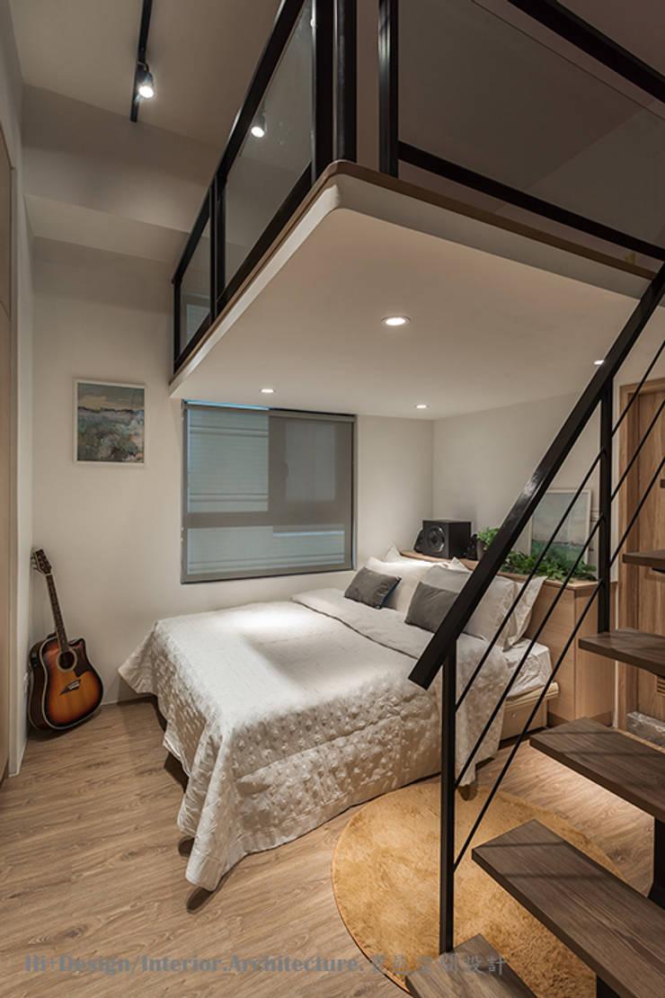 男孩房兼客房:  臥室 by Hi+Design/Interior.Architecture. 寰邑空間設計